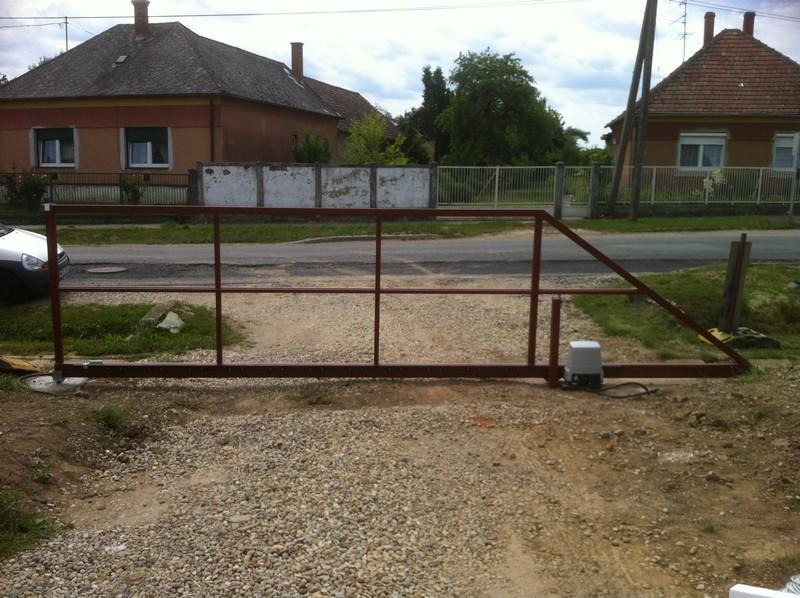 Körmenden, kerítés nélkül