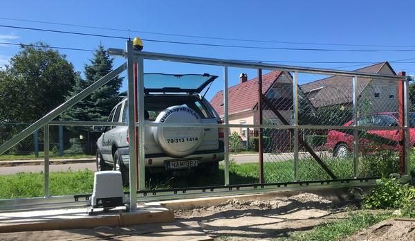Új kerítés készül, Székesfehérvár