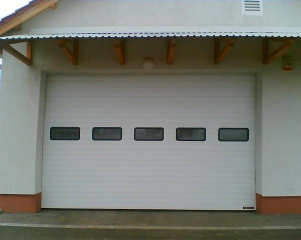 Hörmann ipari garázskapu, világító ablakkal